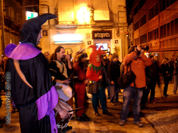bloke with big camera / medieval #1-: spain Alicante Carnival Fiesta, Costa Blanca, harlequin costume, court jester, cameraman, strolling troubadours, drummer, medieval music spectators