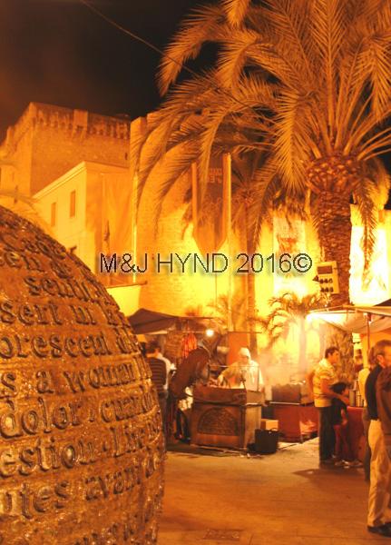 spain elche medieval market fiesta, Palacio de Altamira, museum, atmospheric costumes, tents, date palm tree, sculpture