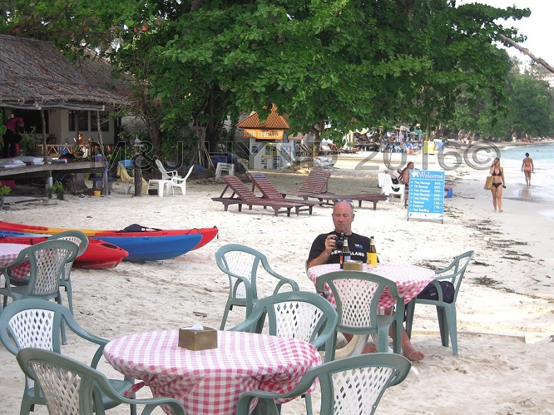 café drinking beers on Chaweng Beach, Koh Samui, Thailand