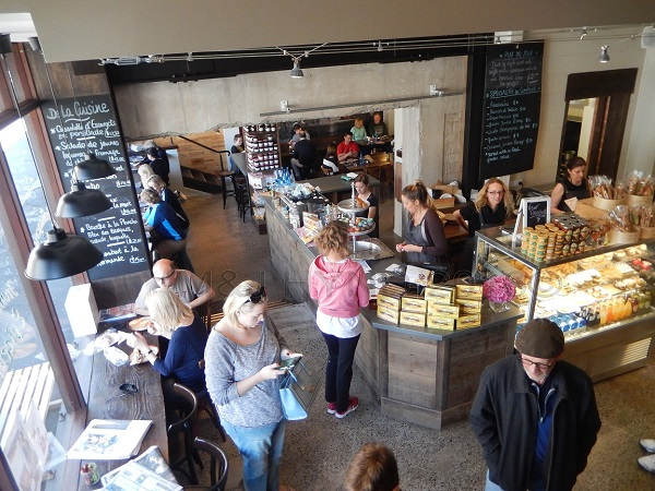 busy deli counter and café, L'Atelier du Fromage, Auckland, NZ