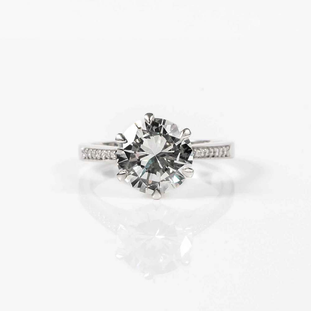 Round brilliant solitaire, diamond and platinum ring (VS2, J, 2.29ct)