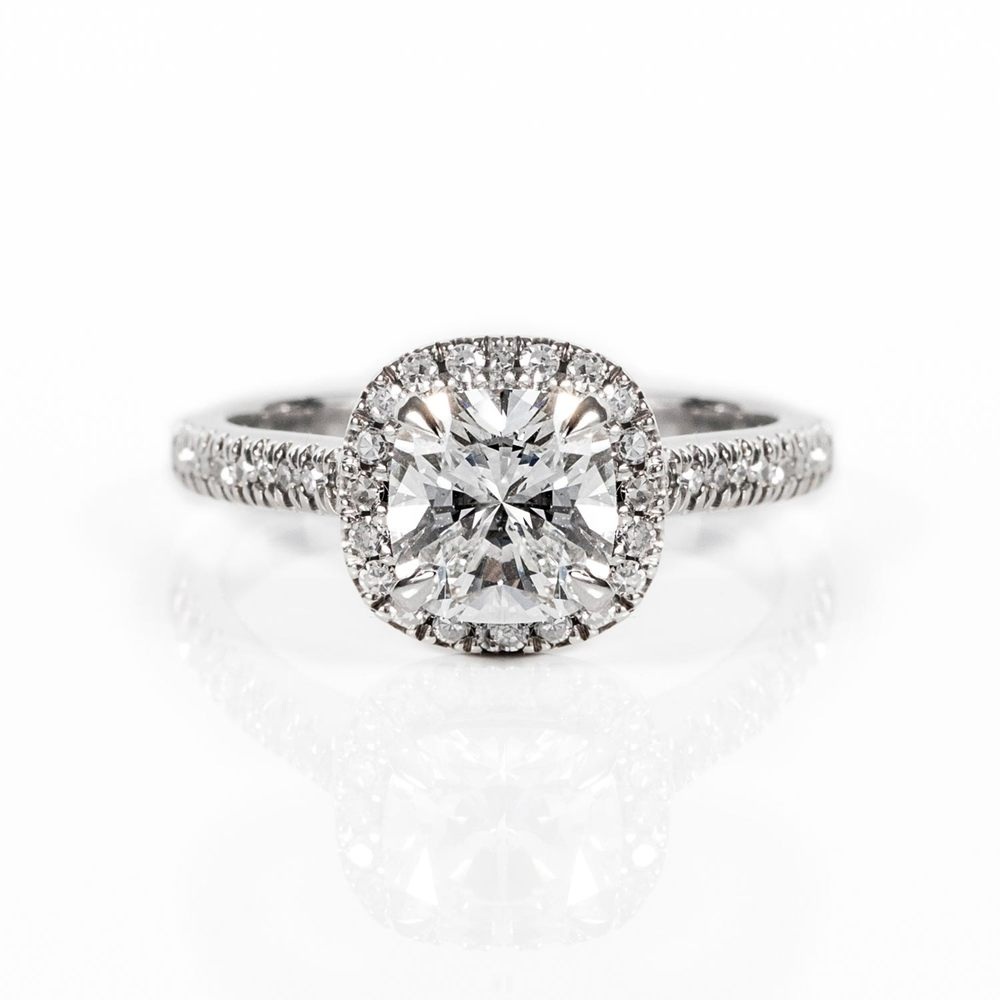 Halo Engagement ring - Cushion cut diamond