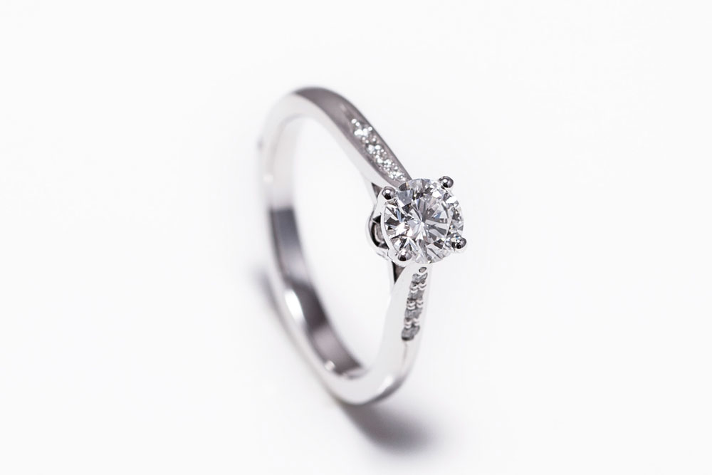 Bespoke Diamond and pave engagement ring