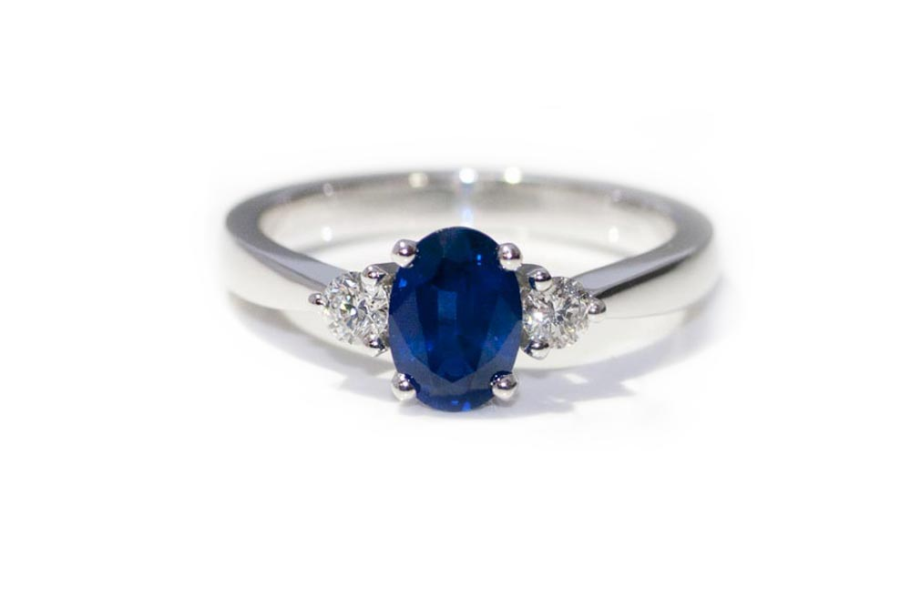 18_gold_sapphire_diamond_bespoke_engagement_ring1.jpg