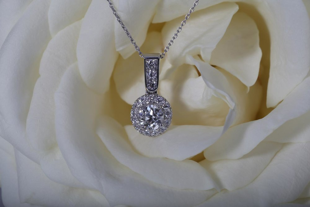 Halo_Diamon_necklace_Pendant_platinum_hertfordshire_bespoke-_Jewellery.jpg