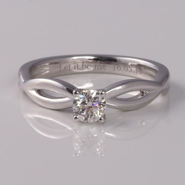 A lovely single stone engagment ring with twisted shoulders.