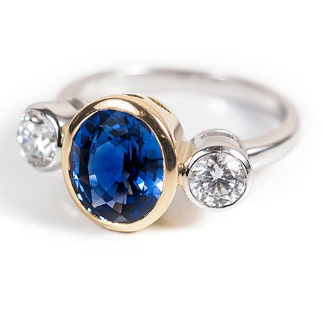 Throwback to this contemporary sapphire and diamond ring from a few years ago 😊
