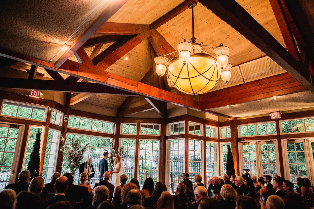 Jory_LoebBoathouse_CentralPark_NewYork_WeddingPhotographer094.jpg