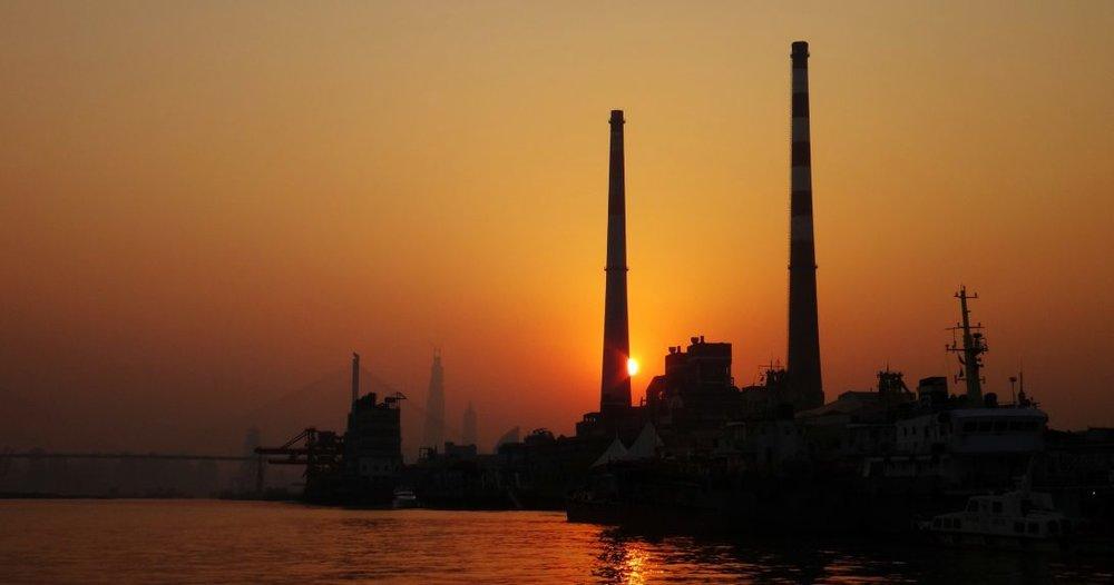 Kvotehandel i Kina er nå det store eksperimentet i global målestokk på det klimapolitiske feltet, skriver artikkelforfatterne. Bildet er tatt i Shanghai. Foto:  Chiu Ho-yang  cba