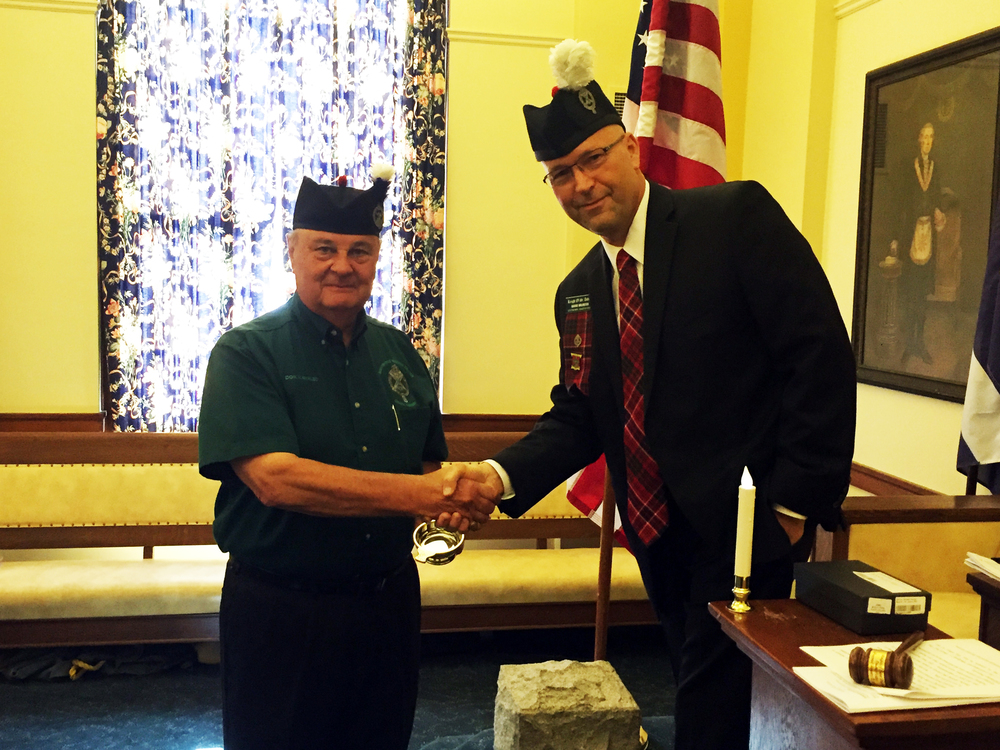 David Meinzer, 32°, Venerable Master of the Knights of St. Andrew, presents past Venerable Master Don Kavalec, 32° KCCH with a pewter Scottish quaich in recognition for his services.
