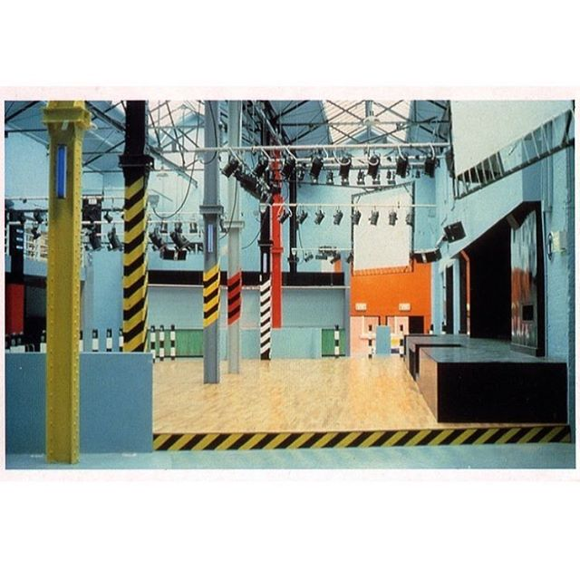 A musically inspired interior for your entry into the weekend... The infamous Haçienda club in Manchester from the 1980s/90s. Designed by Ben Kelly. Home to Factory Records and many a great night. #thehacienda #benkellydesign #factoryrecords 🚦🚦🚦
