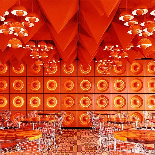 Never a dull moment in a #vernerpanton interior 🍊🍊🍊