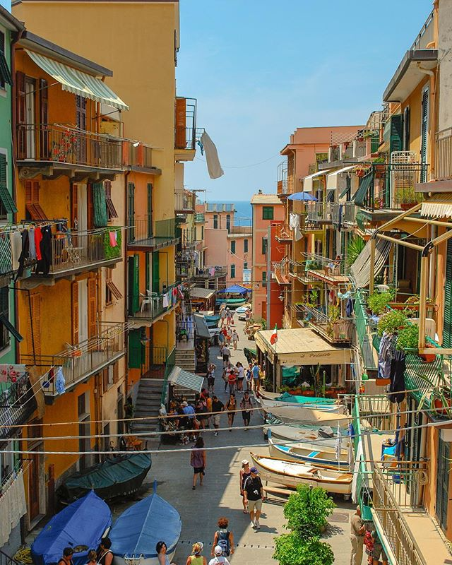 So picturesque it didn't seem real #cinqueterre #italy