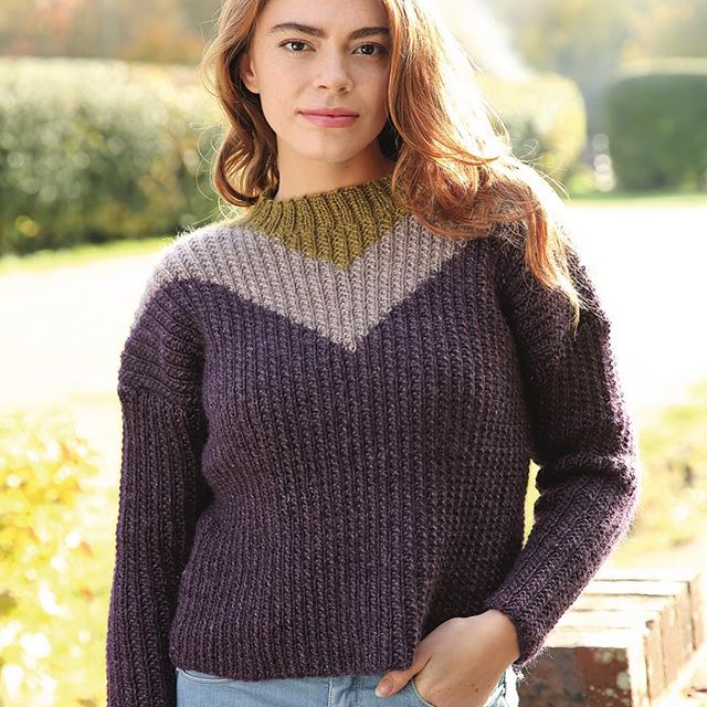 Heather 💁🏻♀️ my latest design in @knittingmagazine using @knightkraft Wild Wool, Have you used this yarn yet?... If not, you need to!!! 🤩✨ #emmaknitted