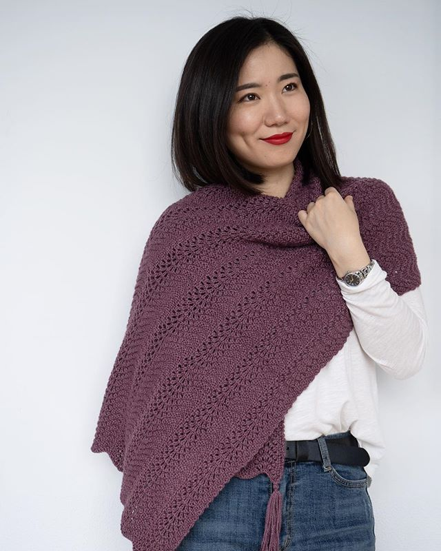 Wavy chevron shawl pattern knitted in @theyarncollective 💜 the pattern is on @loveknittingcom 🤩 (link in bio) #emmaknitted