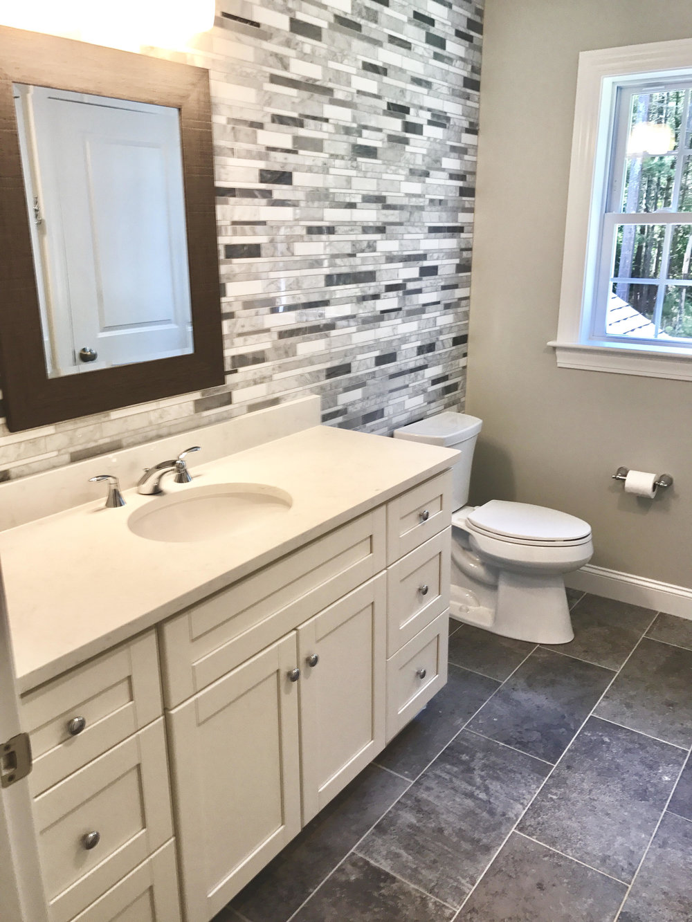 35 laurel guest bath upstairs 9-5-18.jpg