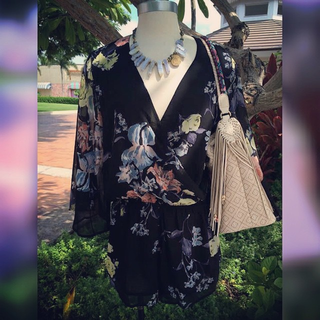 🎶Just another mannequin Monday 🎶 #romper #mannequinmonday #wishitweresunday #samedelman #bucketbag @ginger13hawaii #ginger13 @sam_edelman #shoplocal #hawaii #whatimwearing