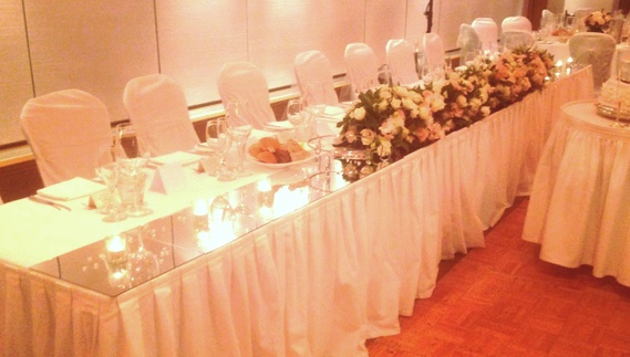 Mirrored bridal table