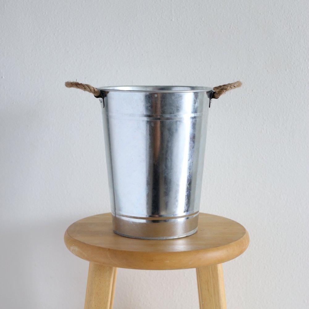 "silver bucket - 9"" x 7"""