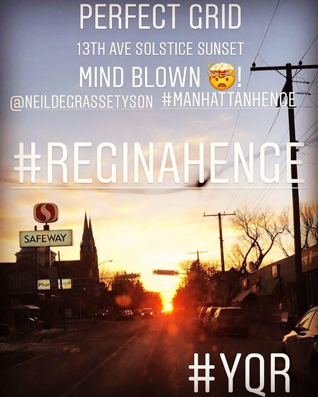 Today the sun set at the very end of my street. It was very deadly. 🤯 #neildegrassetyson @neildegrassetyson #reginahenge2019 #reginahenge #manhattanhenge #yqr #solstice #yqrsolstice #perfectwest #perfectgrid #sunset #stonehengeontheprairies