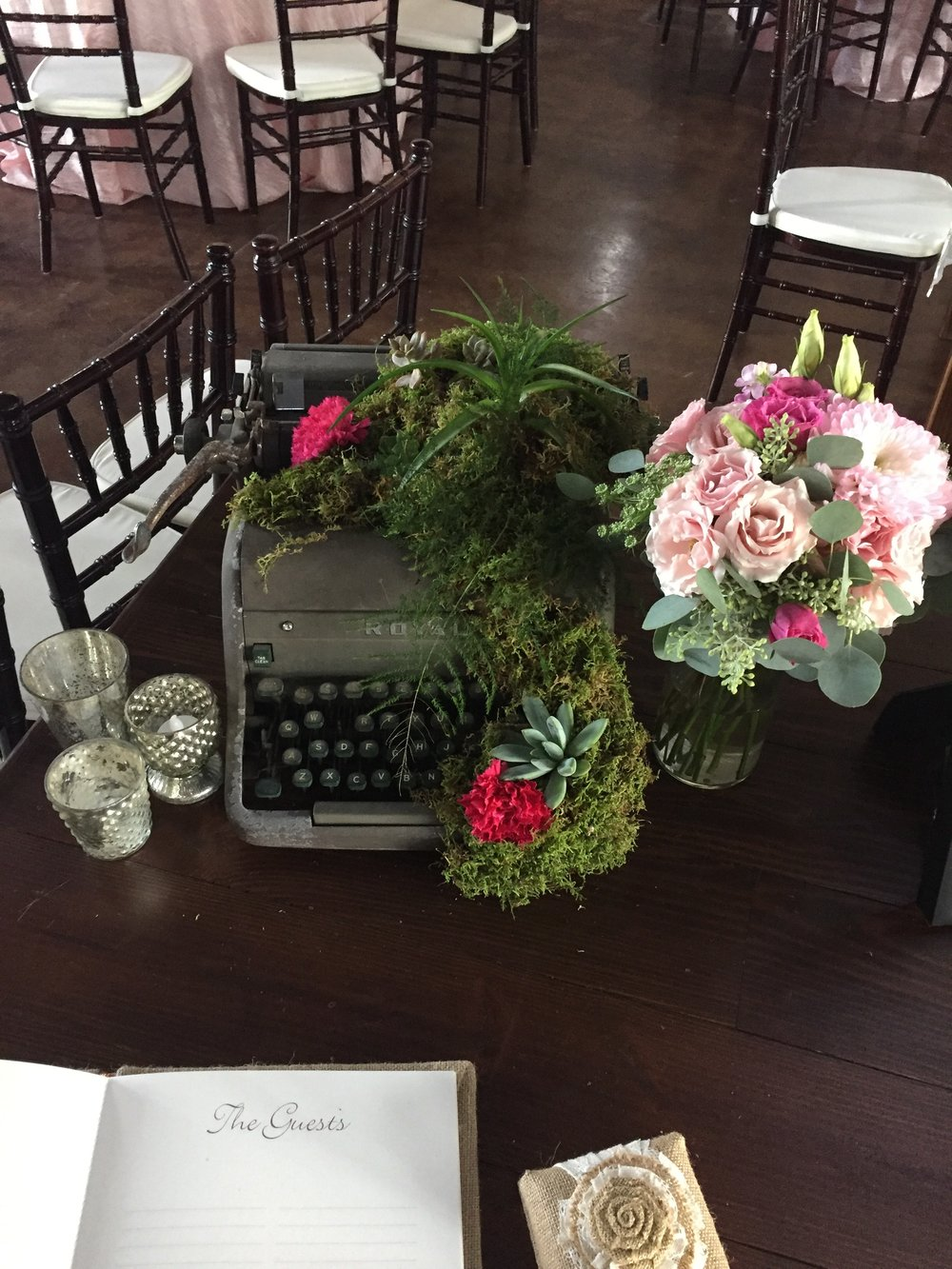 I am so in love with this typewriter and flowers! This just stole my heart as soon I saw the finished product!!