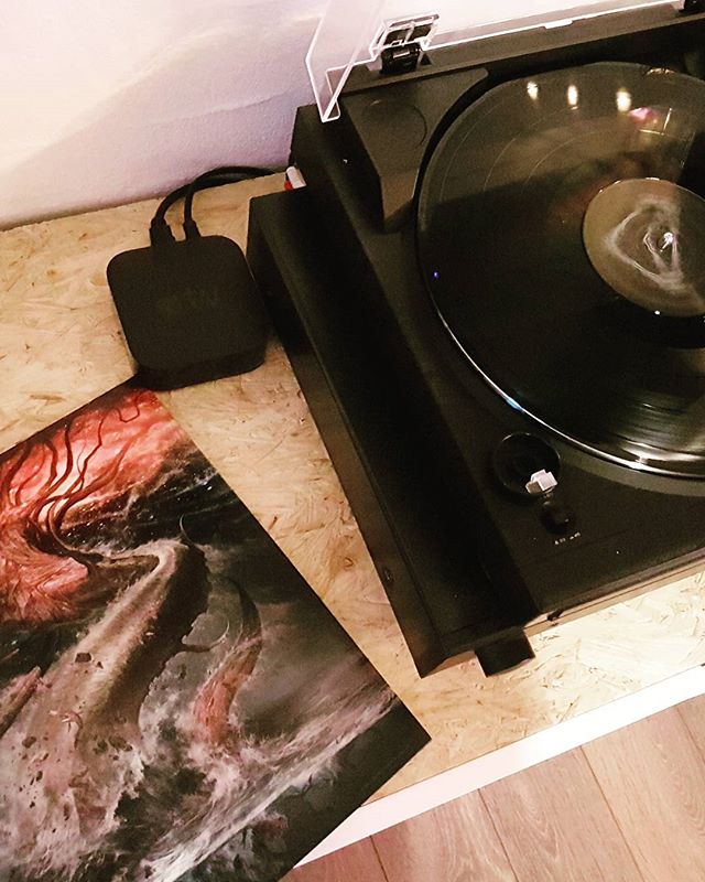 Spinder en favorit på grammofon-rytme-afspilnings-agregatet 👂👍 #vinyl #metalmusic #sulphuraeon #gatewaytotheantisphere