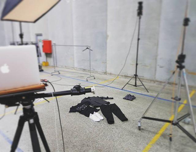 Produktkampagner på lageret Idag 📸 #packshoot #photographer #productphotography