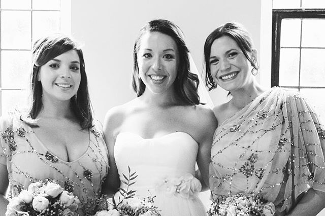 My fave thing about weddings? The love.  Whether it's best friends, mother and daughter or sisters (like these gorgeous three), love oozes out of every moment on a wedding day, and I can't help but buzz off it 💕💕💕
