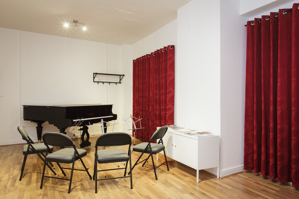 Facilities - The studio has a professionally maintained 2015 Geyer grand piano, acoustic treatment, chairs and music stands, and is suitable for up to 10 people to rehearse. There is a kitchenette and toilet at the end of the room, and there are two cafés and a pub within 3 minutes walk. Please note that the studio is not suitable for recording.