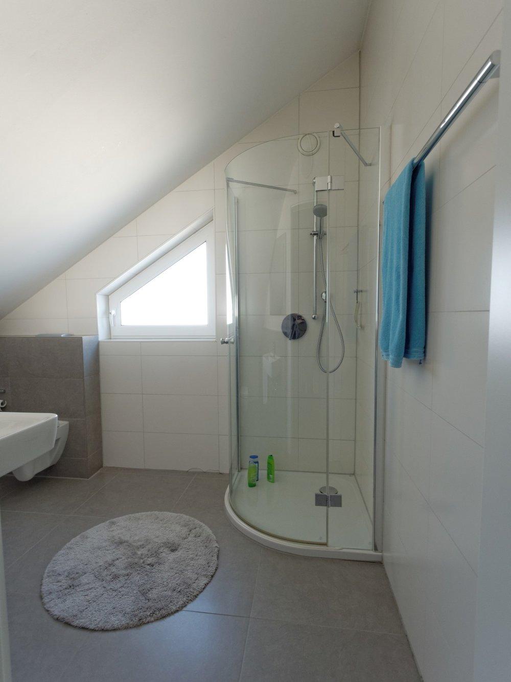 Dachgeschoss - zweites Bad mit Dusche und Tageslicht