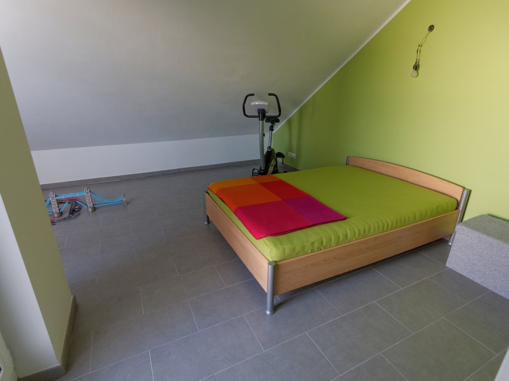 Atelier-Zimmer im Dachgeschoss