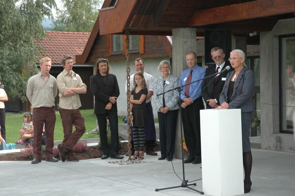 Fra venstre: Jens Welo, Erik Welo, Arne Nøst, Andreas og Marte Devlin, Bibbi Lund, Larry Welo, Walter Welo og Helen Bjørnøy