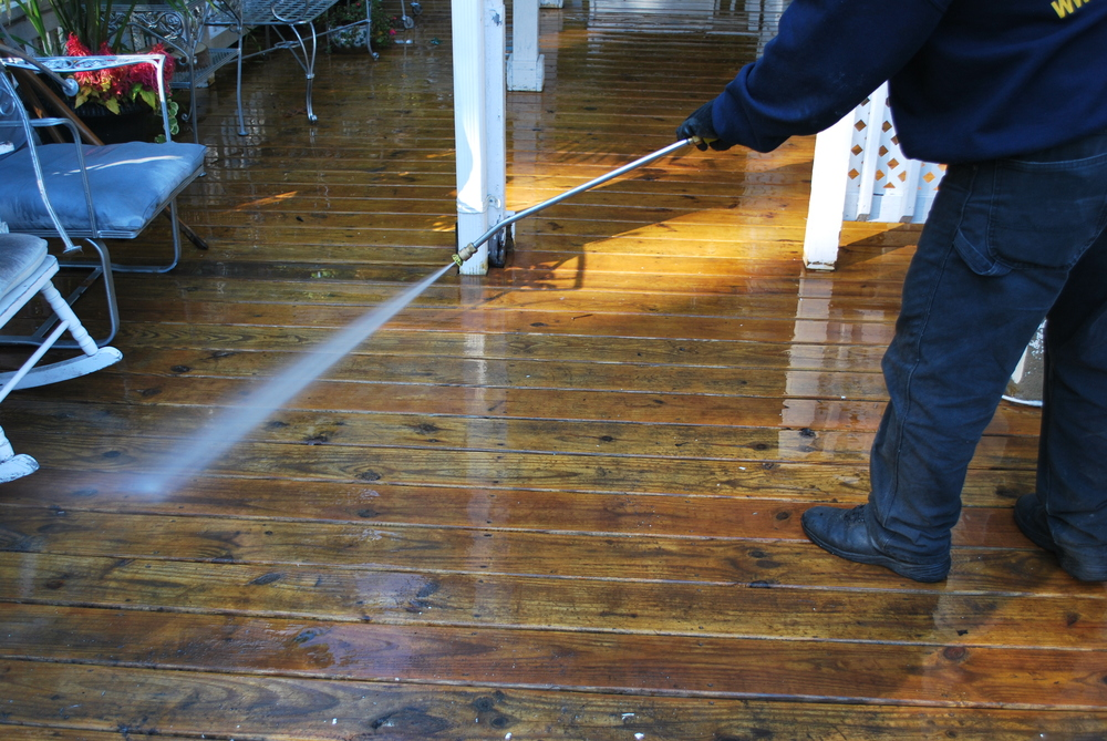 PATIOS & DESK POWER WASHING CLEANING