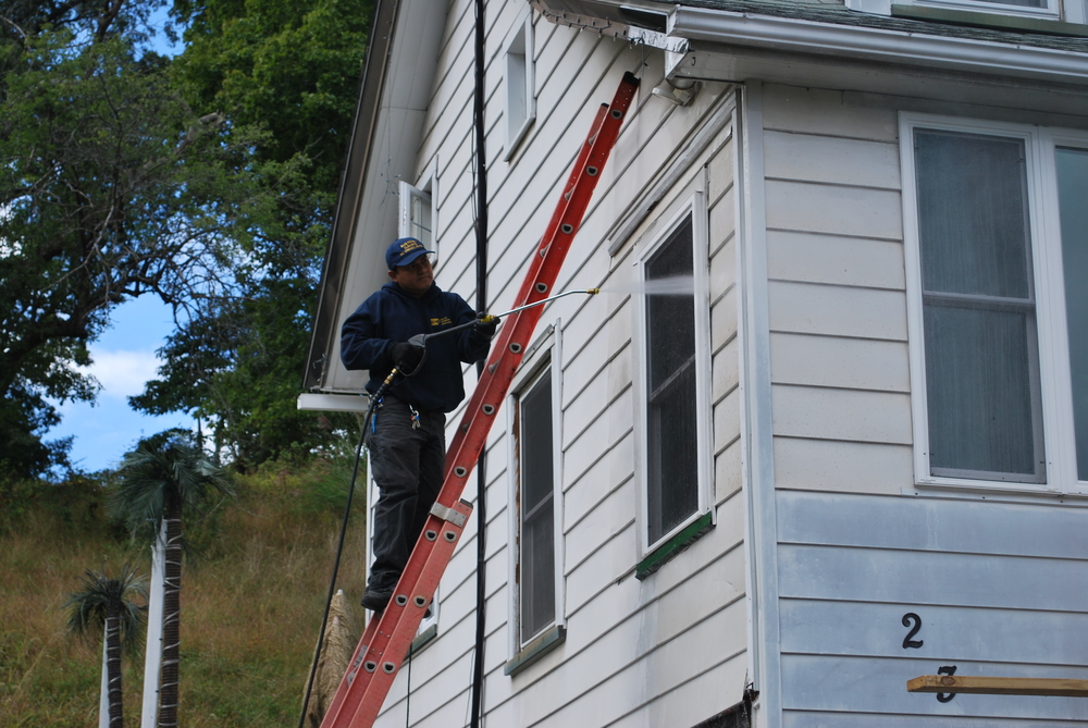 RESIDENTIAL SIDING CLEANING