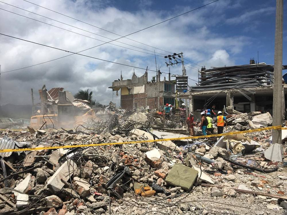 "@leahmariediaz: ""I will never forget the things I saw today... this city resembles a war zone... my heart is broken and this is only one city! #prayforecuador #unsionplusconecuador"""