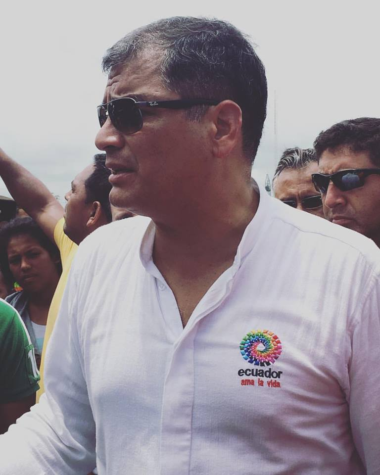 "@leahmariediaz: ""Presidente Rafael Correa llegó a Pedernales hoy para tranquilizar a las personas afectadas y dar su apoyo! The President of Ecuador arrived in the area we were in to show his support to the families affected. ‪#‎unsionplusconecuador‬ ‪#‎prayforecuador‬ ‪#‎pedernales‬ ‪#‎unsiontv‬"""