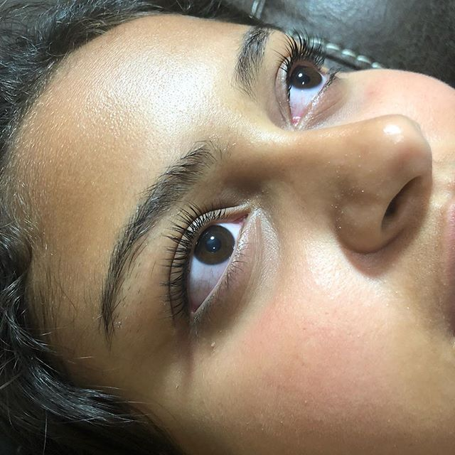 No these are not lash extensions. LASH LIFT using @elleebanausa products. Large rod used.