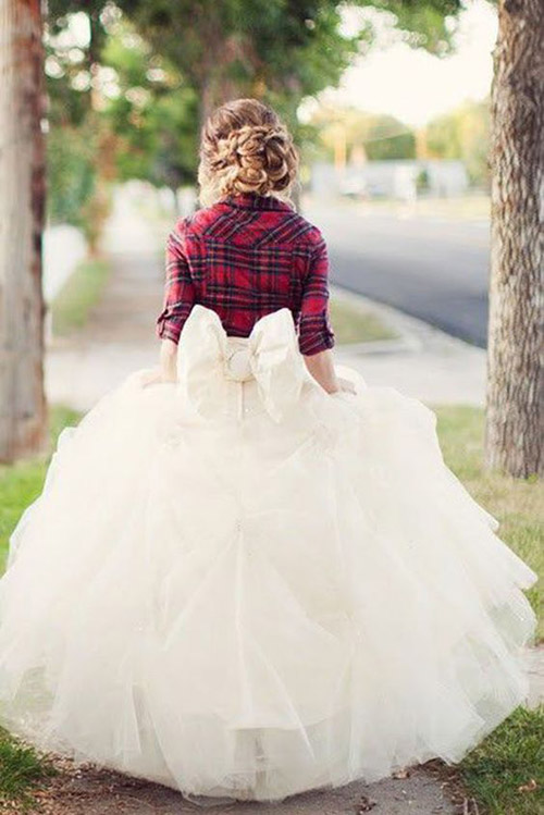 Cozy Cover Ups for Your Fall & Winter Wedding | B&E Lucky in Love Blog
