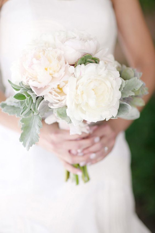 Wonderful White Wedding Bouquets That Aren't Boring | B&E Lucky in Love Blog