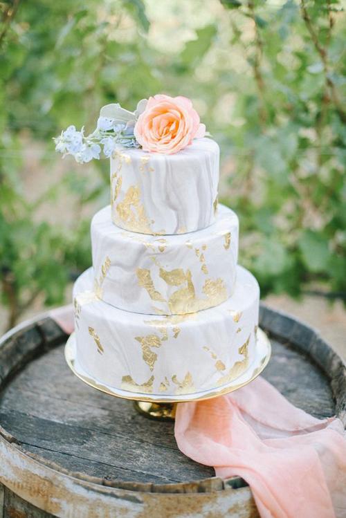 Summery Peach Wedding Inspo | B&E Lucky in Love Blog
