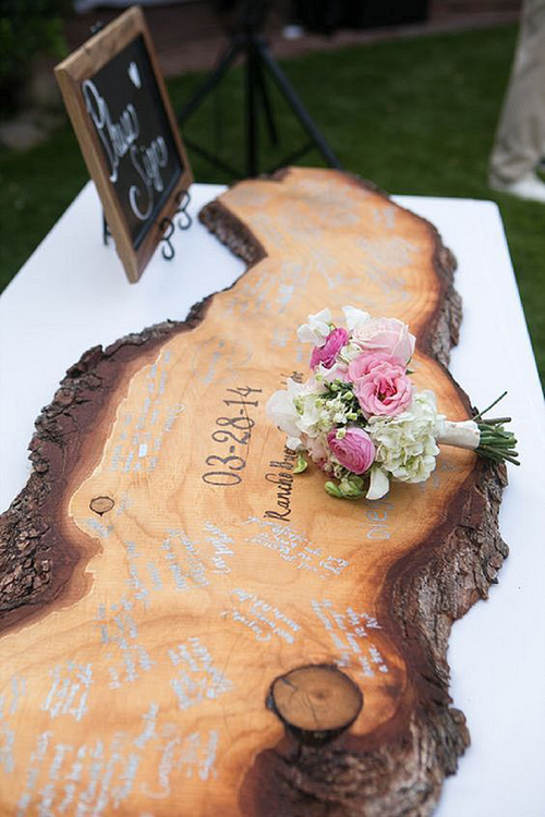 We Think You'll Love These Unique Wedding Guests Book Ideas | B&E Lucky in Love Blog