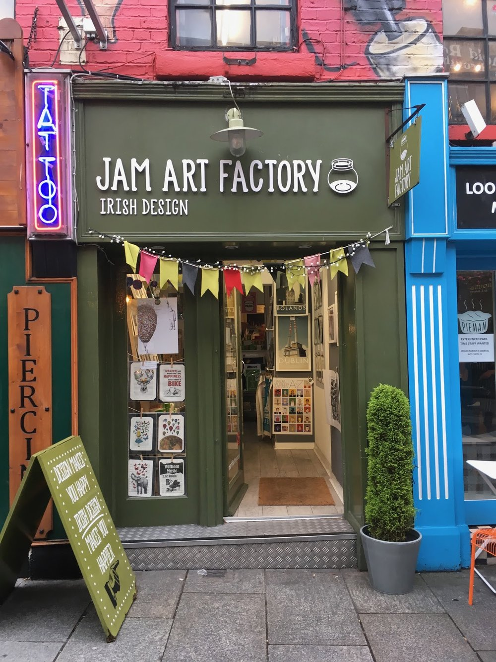 Unfortunately, it does not actually sell art made out of jam… but a cute shop nonetheless.