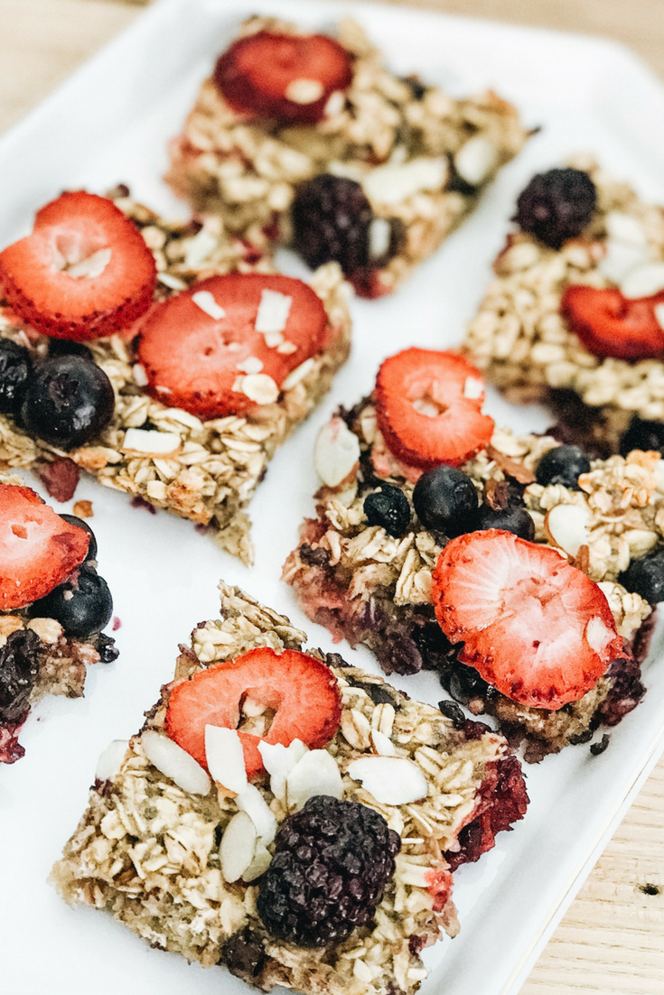 Fresh Berry Oatmeal Bake Recipe for Brunch. Oatmeal granola bake with fresh fruit.