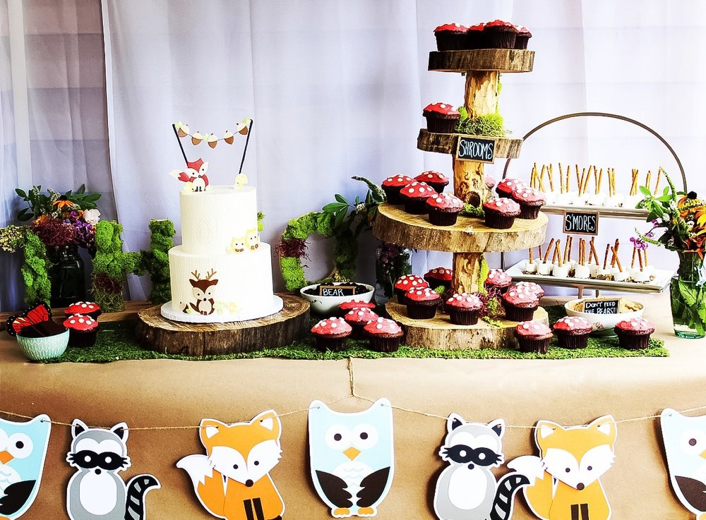 How to Plan a Woodland Themed 1st Birthday Party - First Thyme Mom