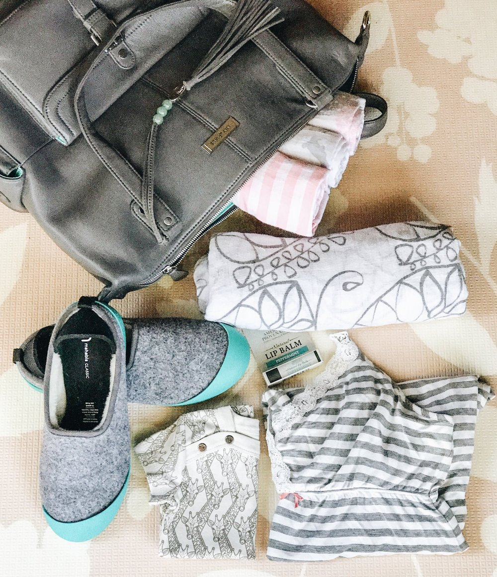 What to pack in your hospital bag before having a baby. Slippers that you can pack for a hospital visit during pregnancy.