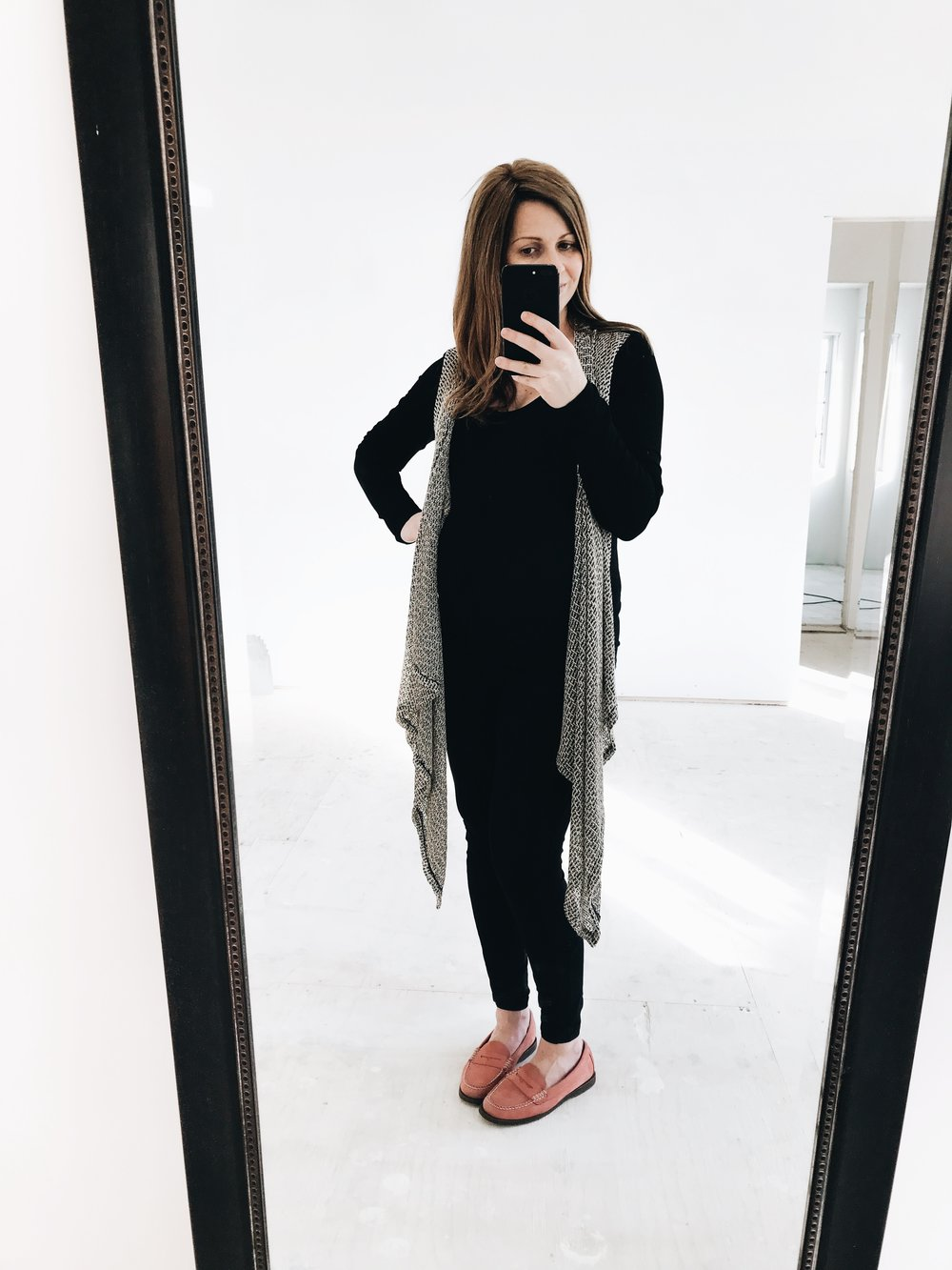 Olian Maternity Wear. How to dress for work when nine months pregnant. #9monthspregnant #38weekspregnant