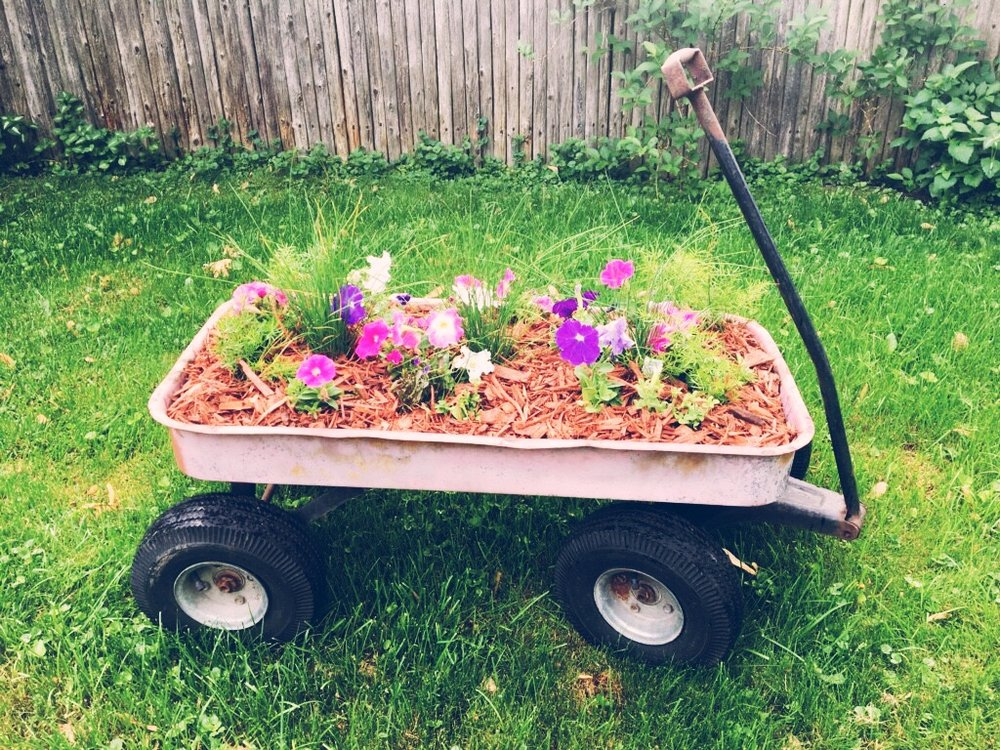 DIY Wagon Flower Planter - Upcycling A Rusty Wagon