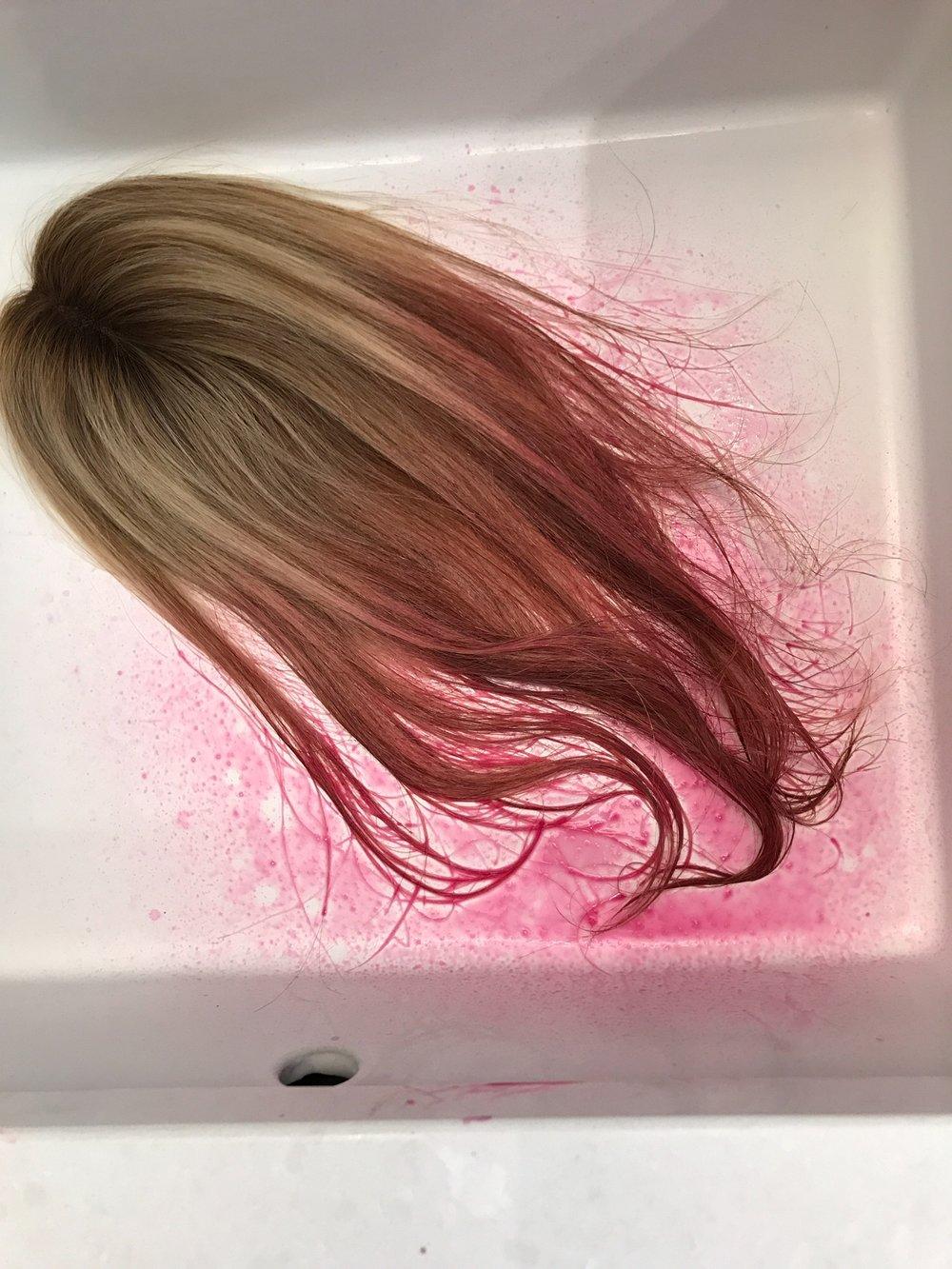 How To Get Rose Gold Pastel Pink Hair. Temporary spray in pink hair color. How to get pink hair. #pink #hair #tutorial