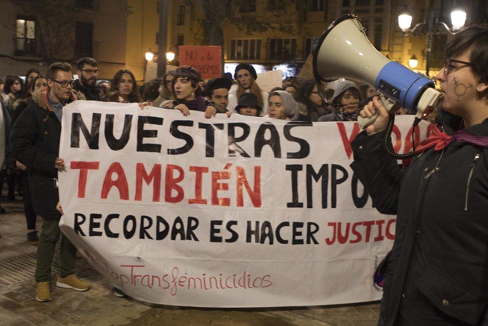 Bloque transfeminista en la concentración contra las violencias machistas el 25N de 2017. Noviembre 2017 en Zaragoza. Foto: María Torres-Solanot