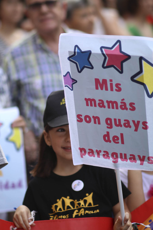 Orgullo ZGZ 2018. Familias LGBT. SOMOS FAMILIA. FOTO: María Torres-Solanot